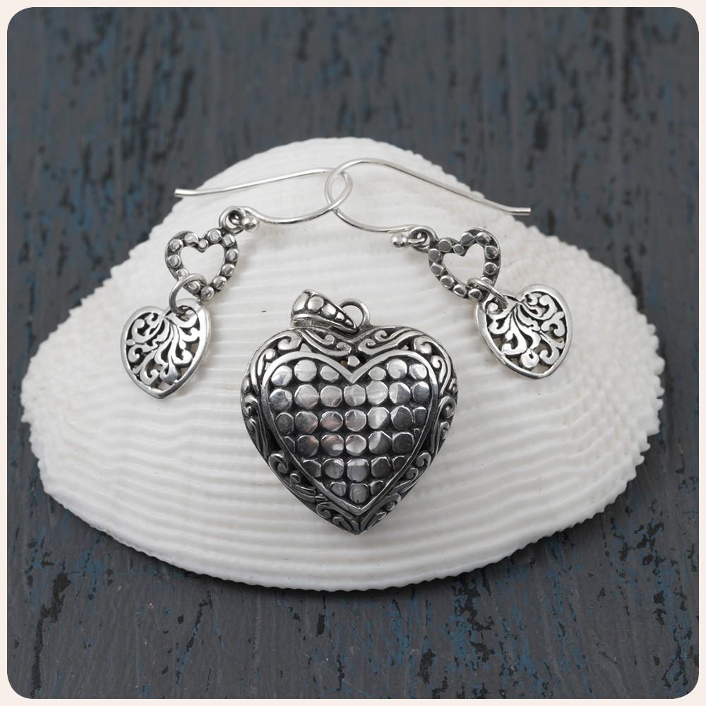 """Комплект сребърен медальон и обеци """"Сърце"""""""
