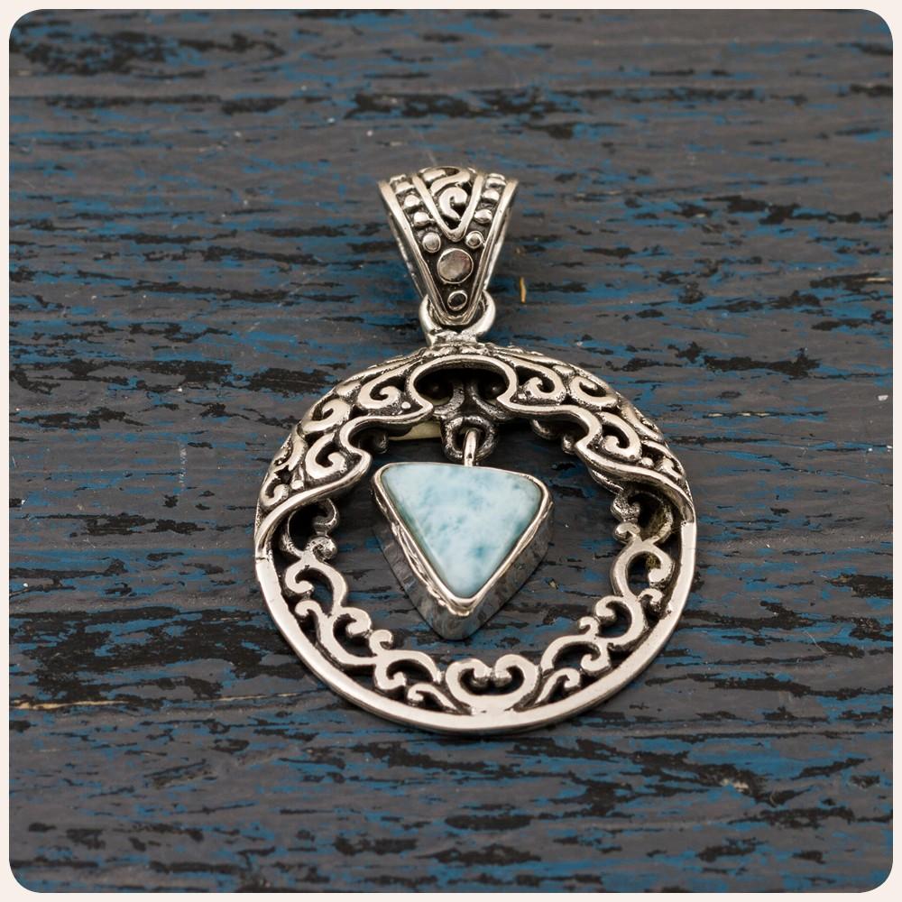 Сребърен медальон с ларимар