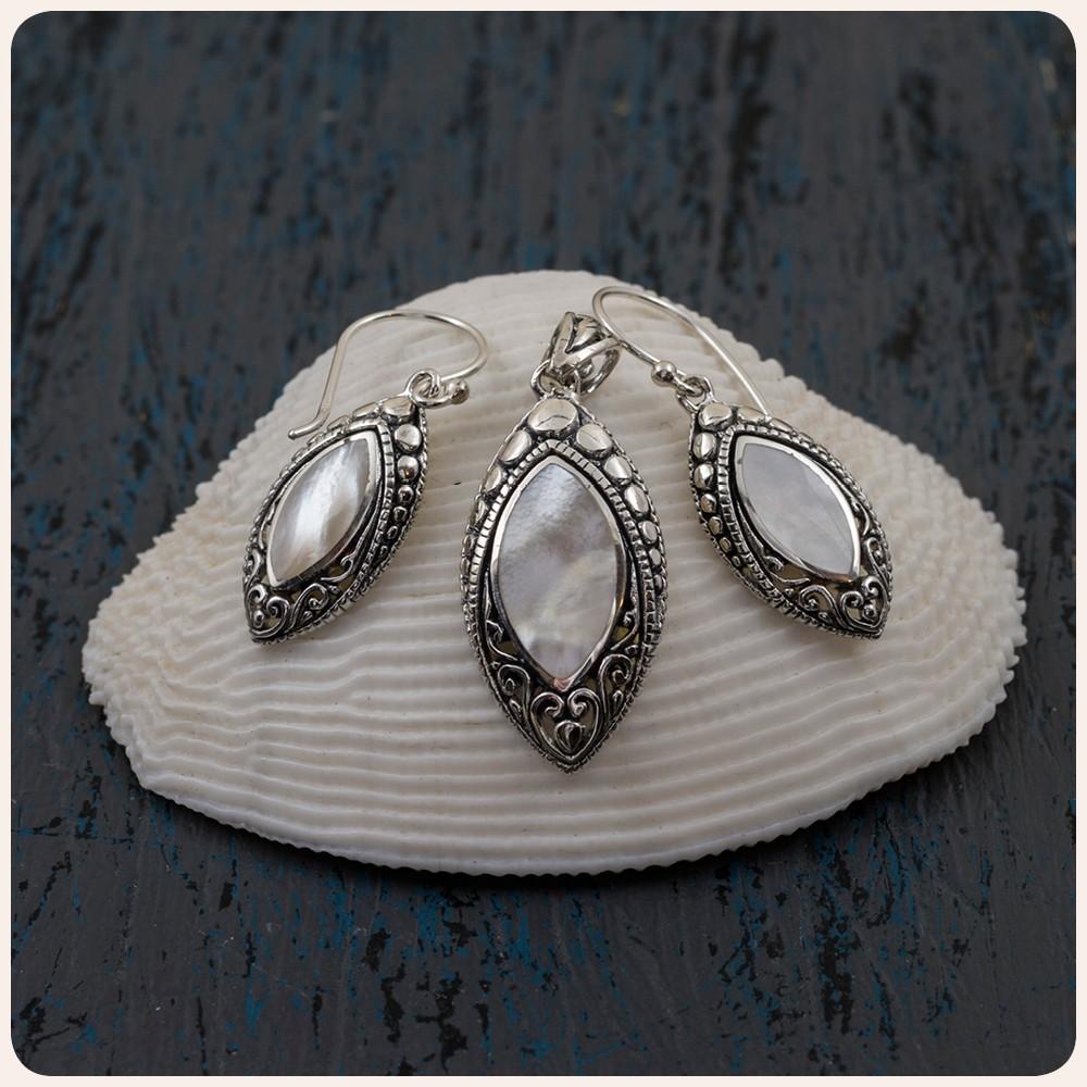 Комплект медальон и обеци със седеф