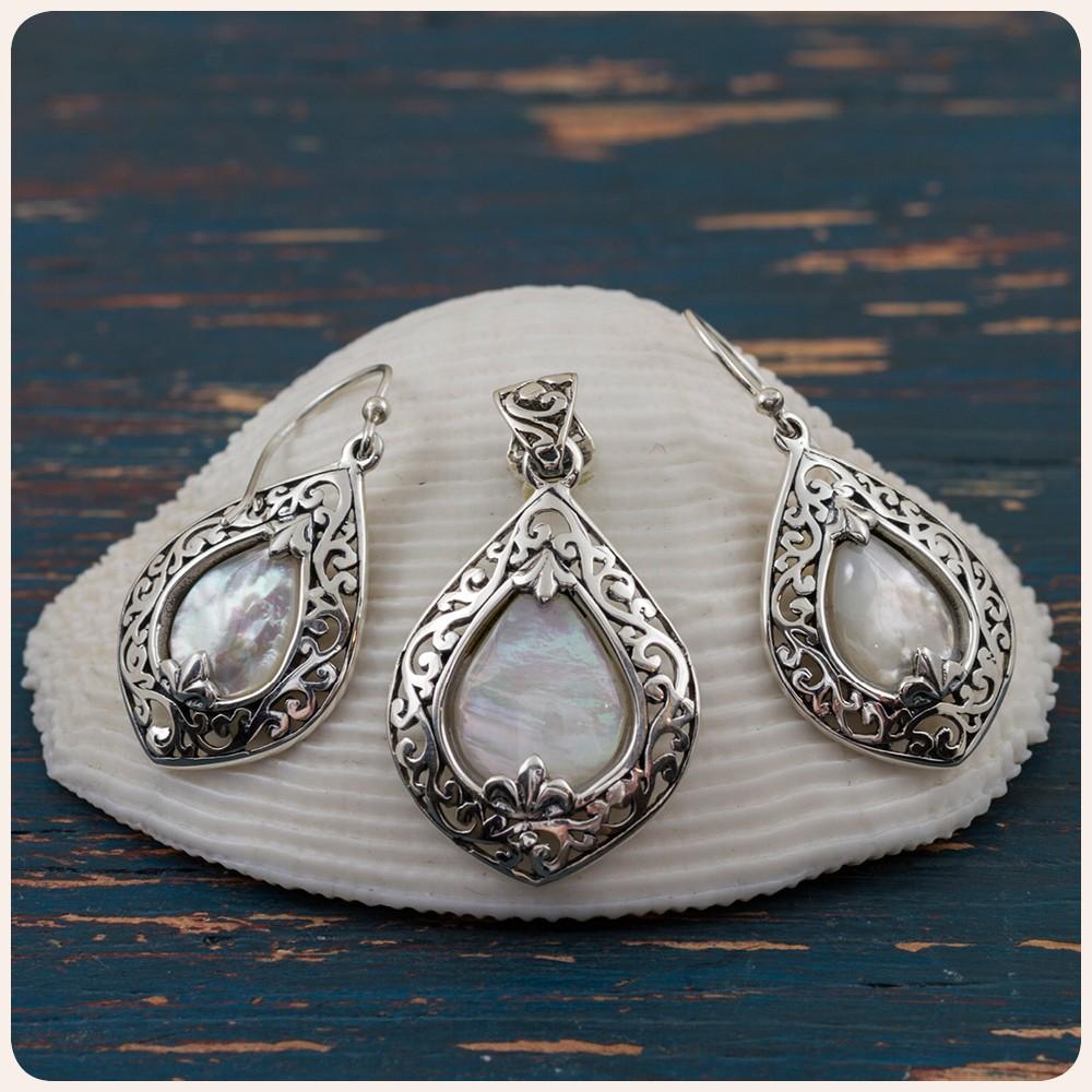 Комплект сребърни обеци и медальон със седеф