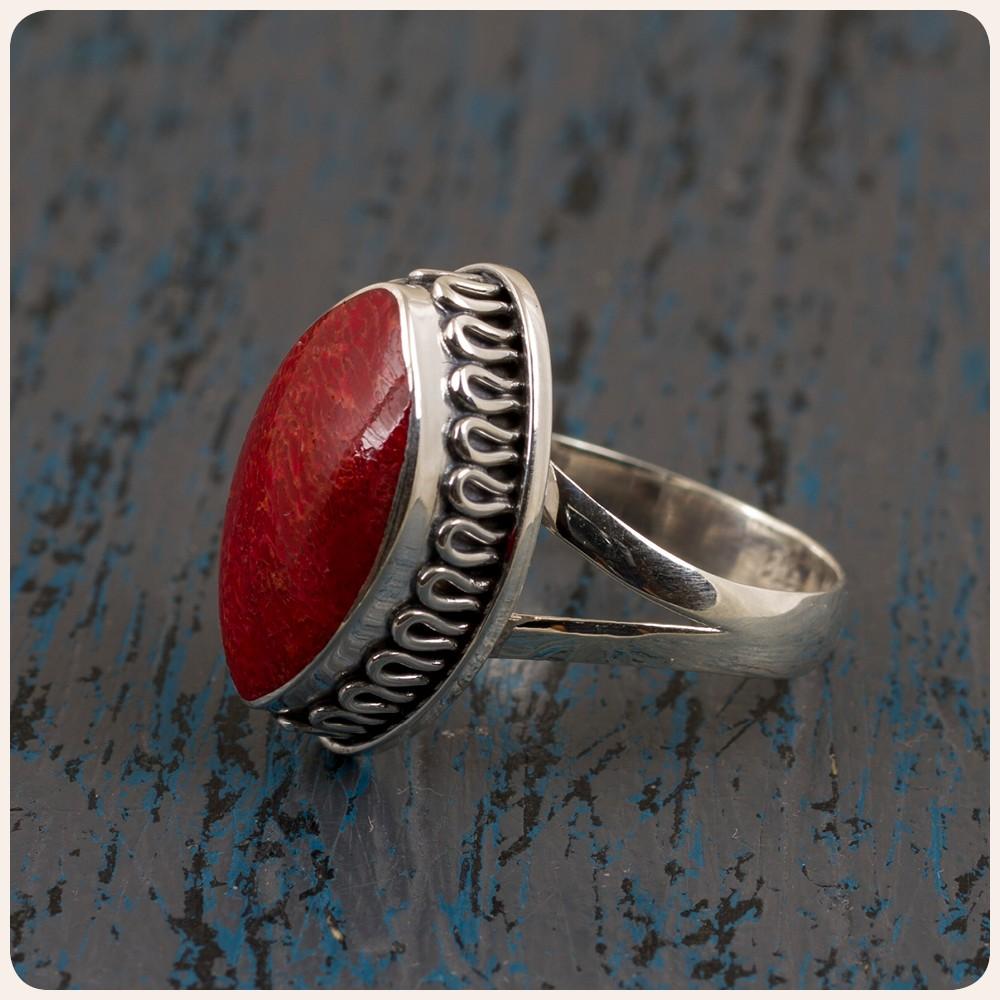 Сребърен пръстен с корал