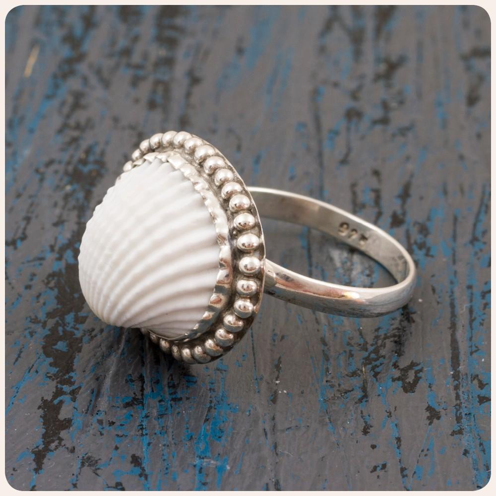 Сребърен пръстен с мида