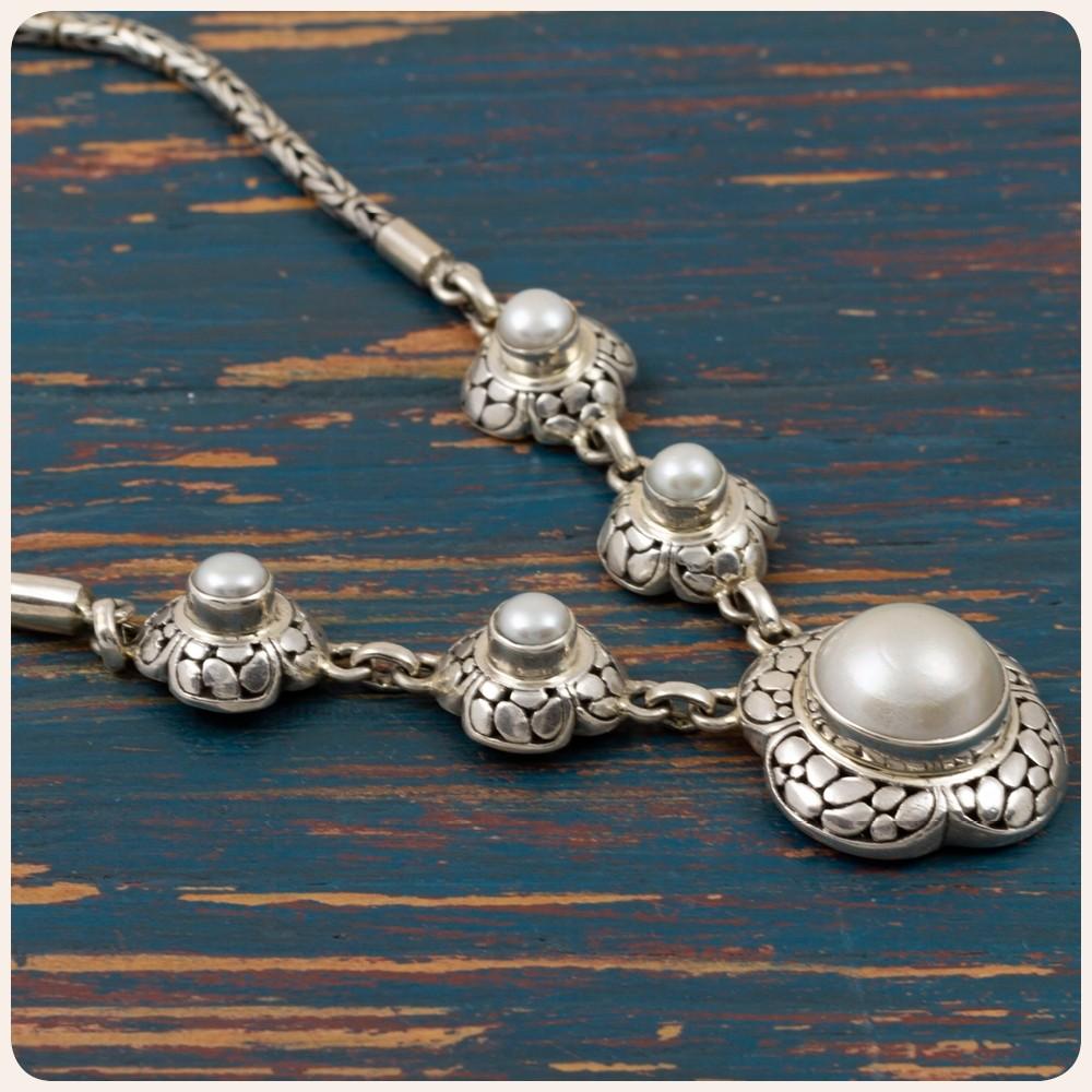 Сребърно колие с перла