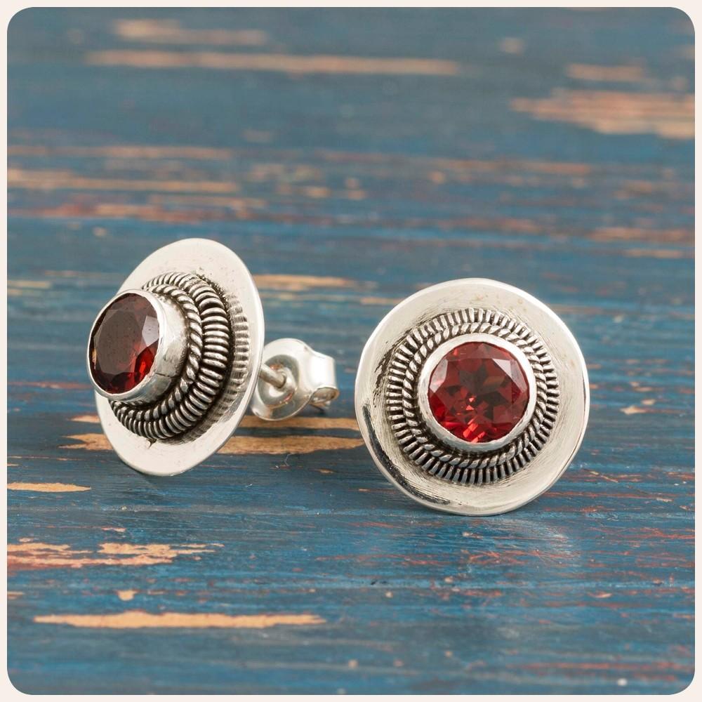 Сребърни обеци с червен гранат
