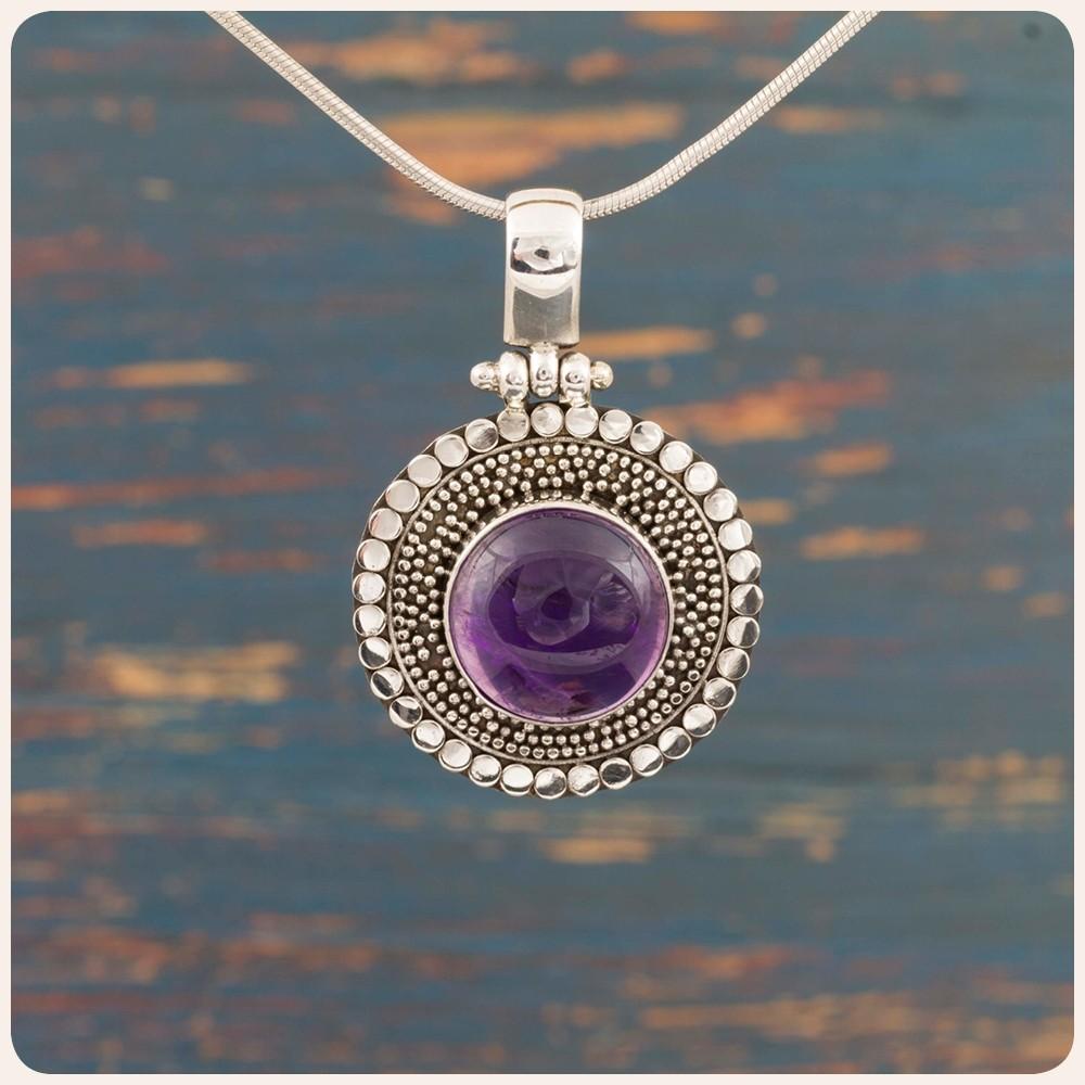 Сребърен медальон с аметист