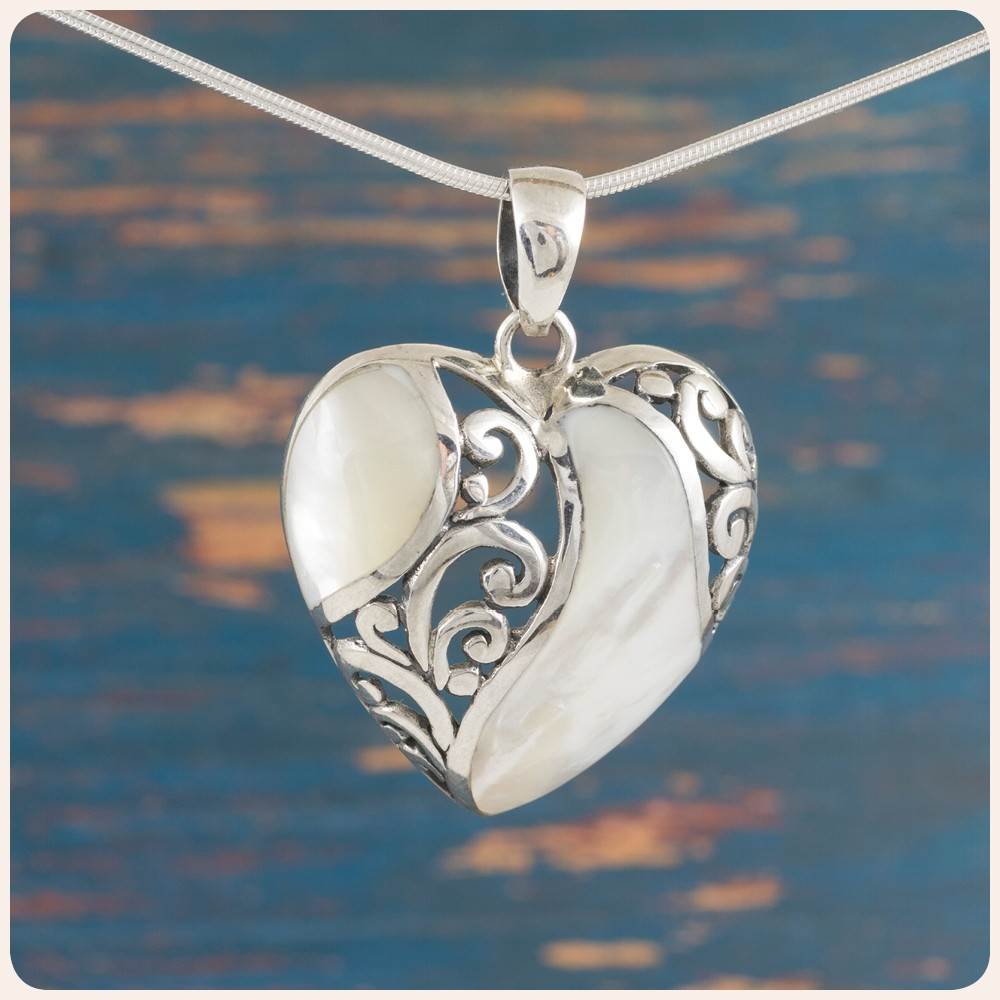 """Сребърен медальон """"Сърце"""" със седеф"""