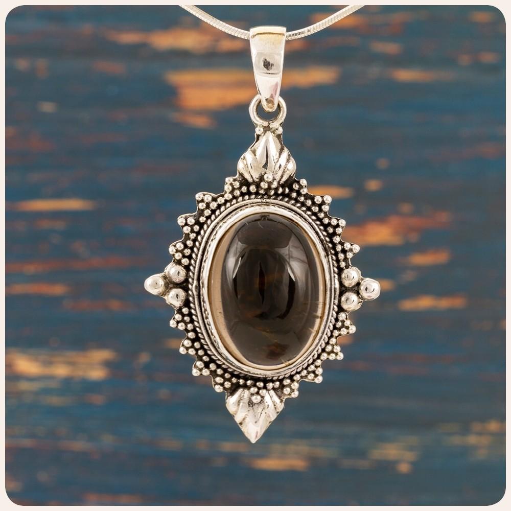 Сребърен медальон с опушен кварц