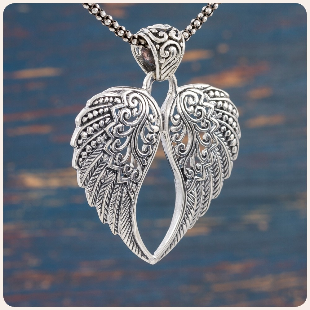 """Сребърен медальон """"Ангелски крила"""""""