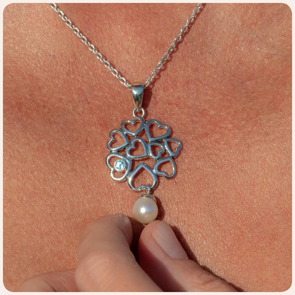 """Медальон """"Сребърни сърца"""" с перла и топаз"""