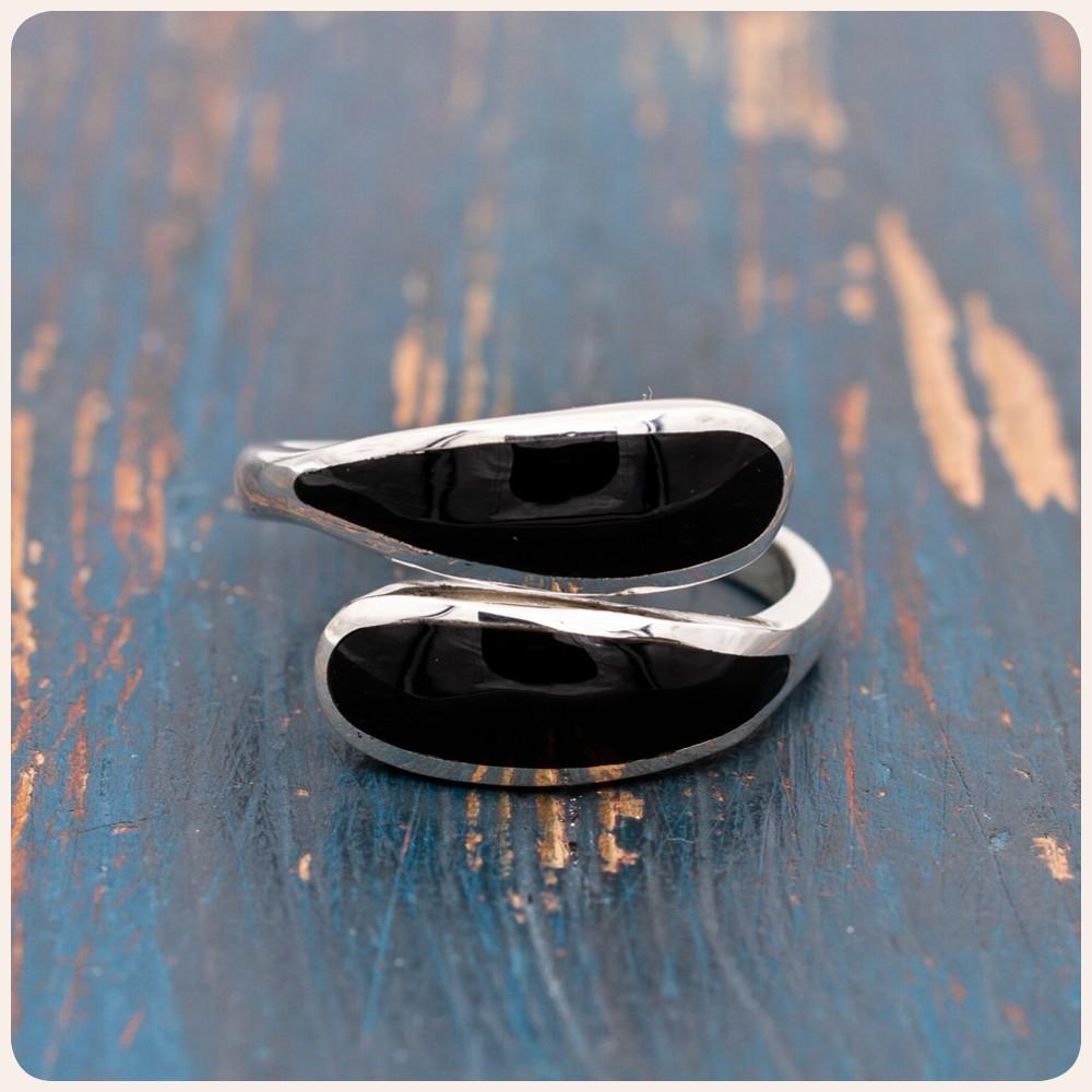Сребърен пръстен с чирна мида