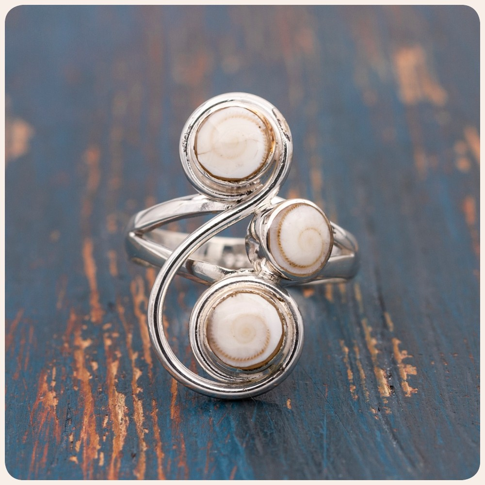 """Сребърен пръстен с мида """"Окото на Шива"""""""