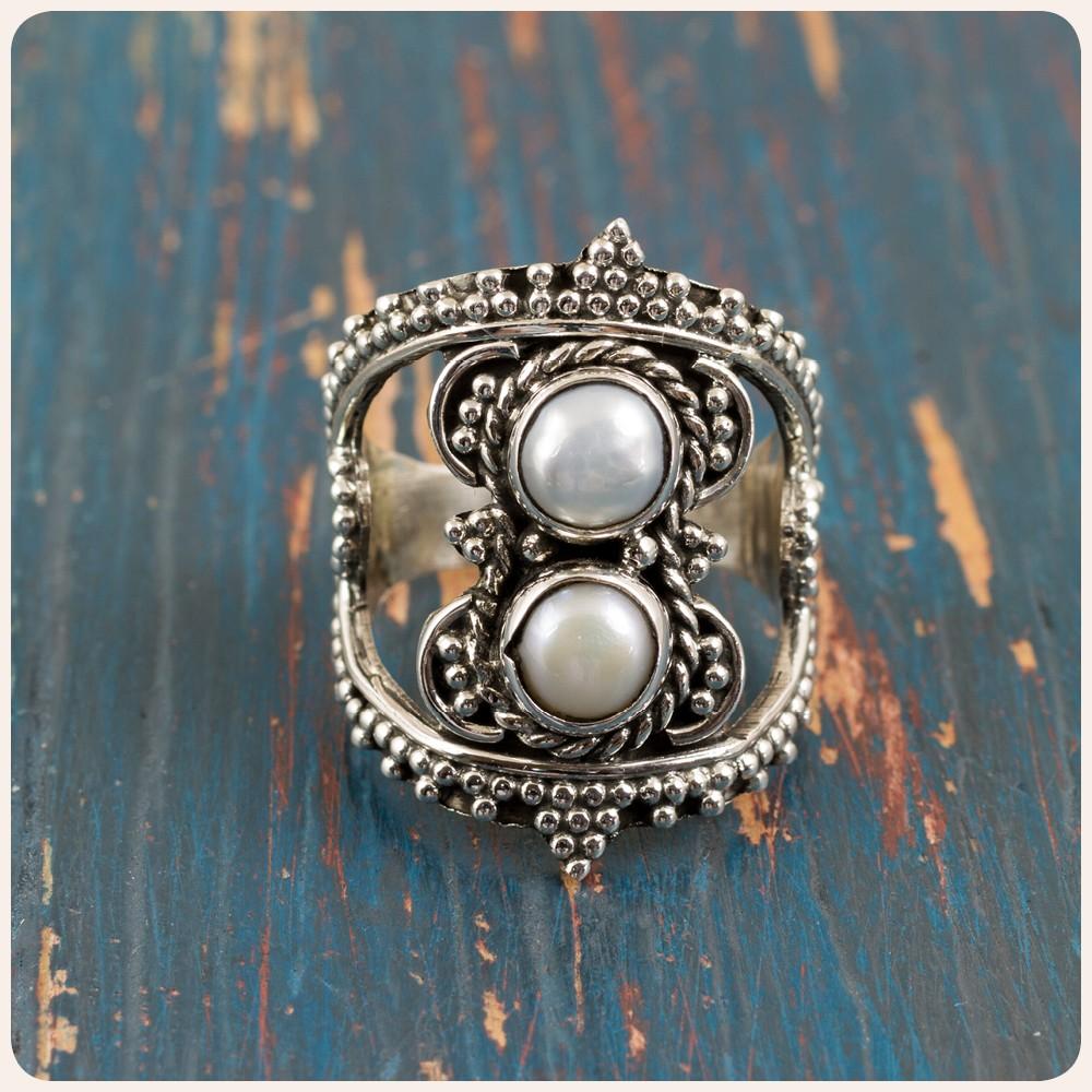 Сребърен пръстен с перла