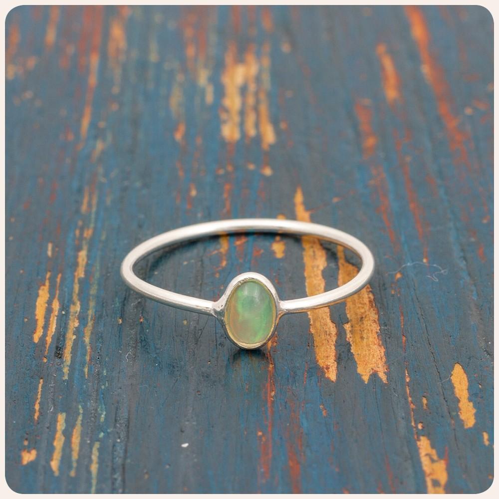 Мини сребърен пръстен с опал