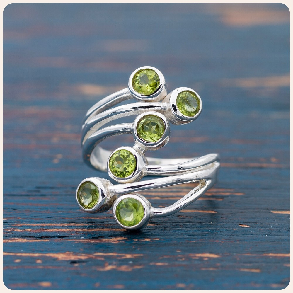 Сребърен пръстен с перидот