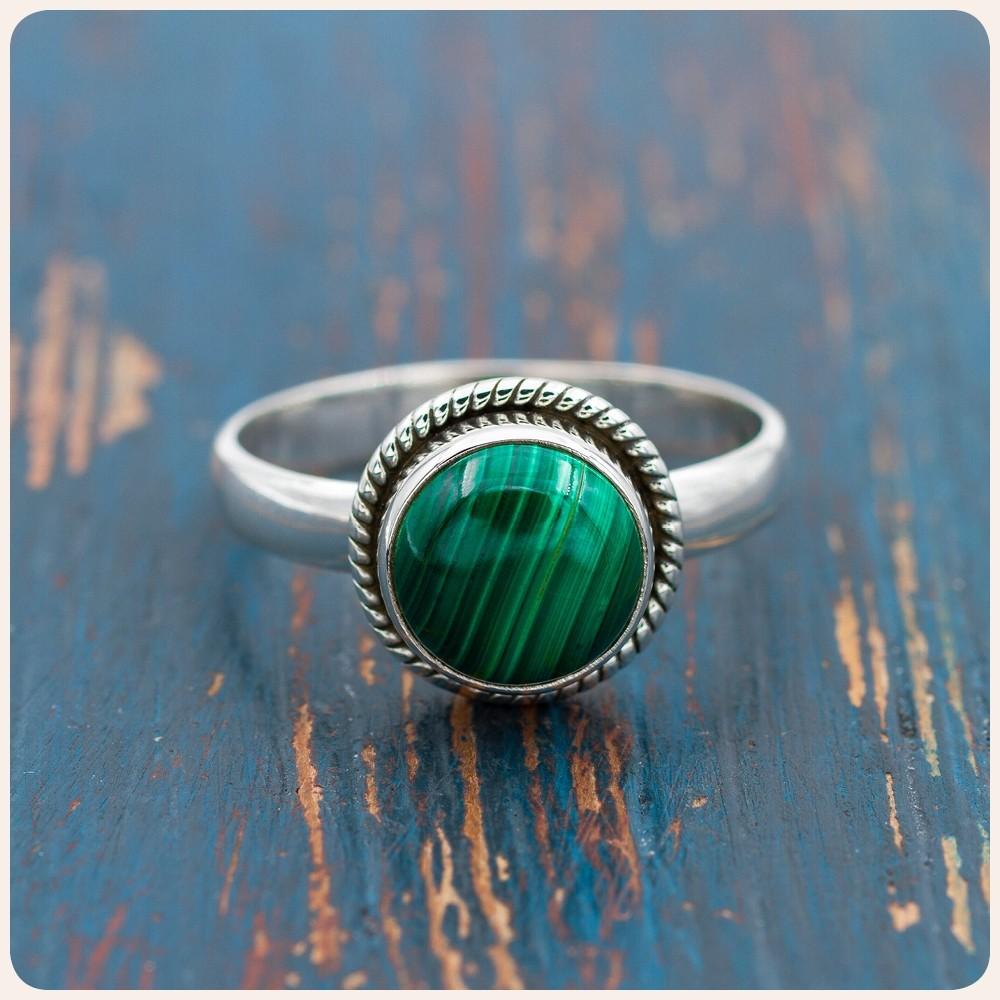 Сребърен пръстен с малахит