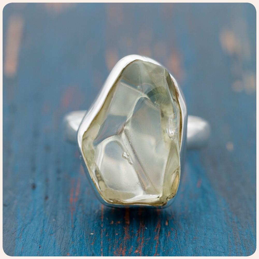 Сребърен пръстен със шлифован зелен аметист - празиолит