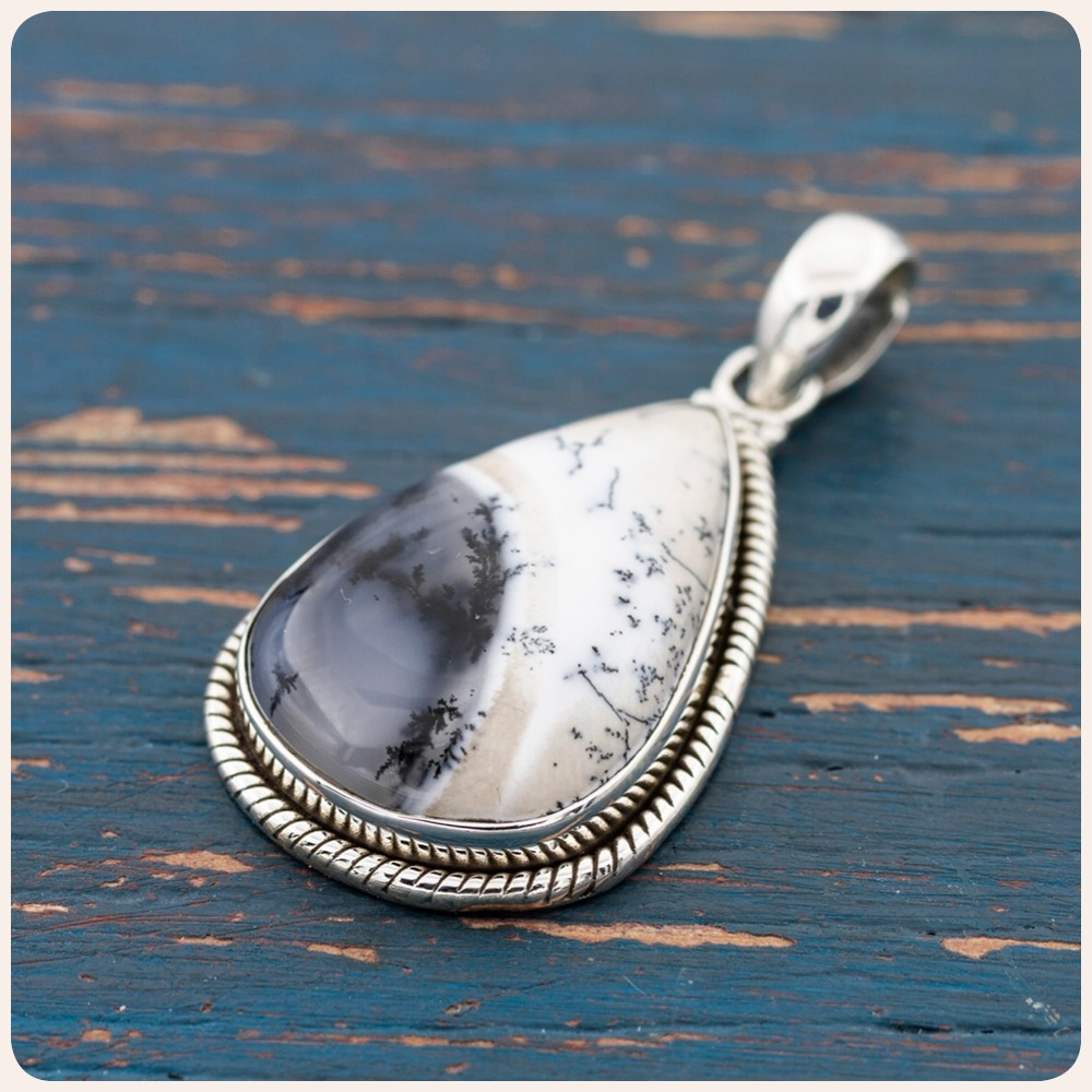 Сребърен медальон с дендритов ахат
