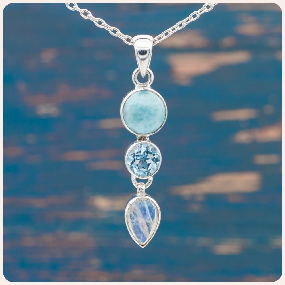 Сребърен медальон с ларимар, топаз и лунен камък