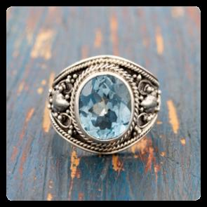 Сребърен пръстен с топаз