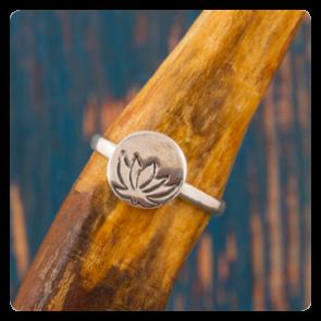 Сребърен пръстен лотос