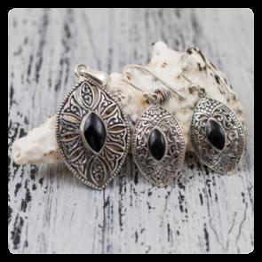 Комплект сребърни обеци и медальон с черна мида