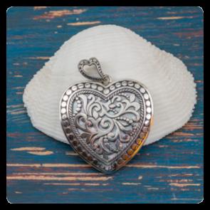 """Сребърен медальон """"Сърцето на Бали"""" със седеф"""