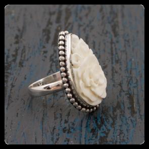 Сребърен пръстен с кост