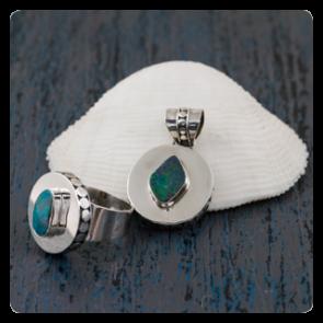Комплект пръстен и медальон с опал