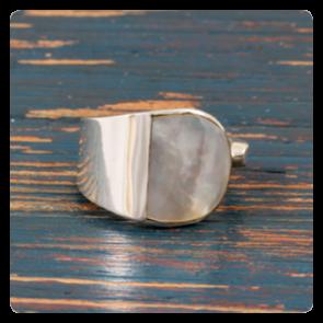 Сребърен пръстен със седеф