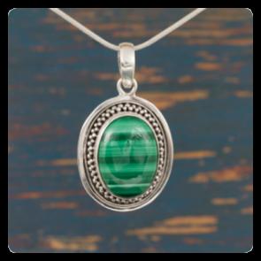 Сребърен медальон с малахит