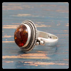 Сребърен пръстен с кехлибар