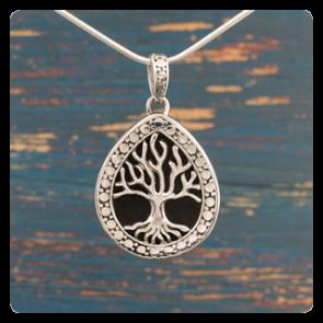 """Сребърен медальон """"Дървото на живота"""" върху черна мида"""