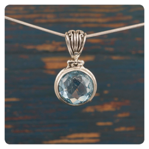 Сребърен медальон с топаз