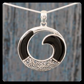 Сребърен медальон с черна мида