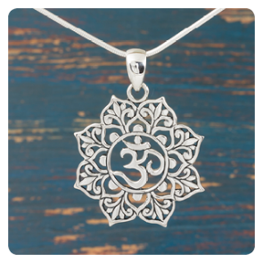 "Сребърен медальон със символ ""ОМ"""