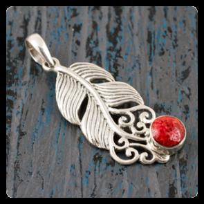 """Сребърен медальон """"Перце"""" с корал"""