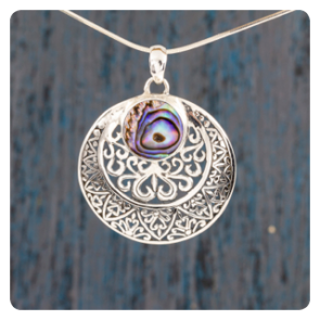 Сребърен медальон с океански абалон
