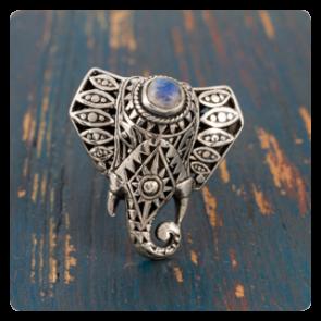 """Сребърен пръстен """"Слонче"""" с лунен камък"""