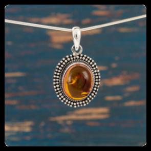 Сребърен медальон с кехлибар