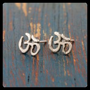 """Мини сребърни обеци със символ """"ОМ"""""""
