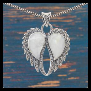 """Сребърен медальон """"Ангелски крила"""" със седеф"""