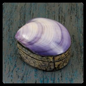 Кутия за бижута с лилава мида