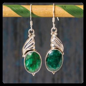 Сребърни обеци със зелен корунд