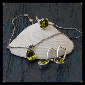 Сребърен комплект със султанит - обеци, пръстен и колие
