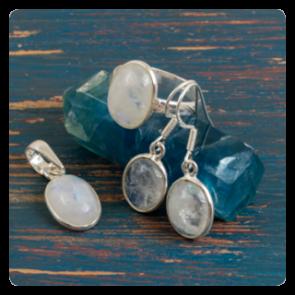 Комплект сребърни обеци, пръстен и медальон с лунен камък