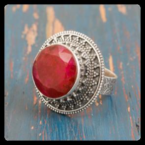 Сребърен пръстен с червен корунд
