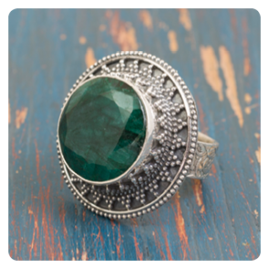 Сребърен пръстен със зелен корунд