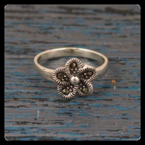 Сребърен пръстен цвете с марказит