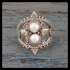 Сребърен пръстен с нежна перла