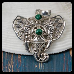 Медальон слонче с малахит